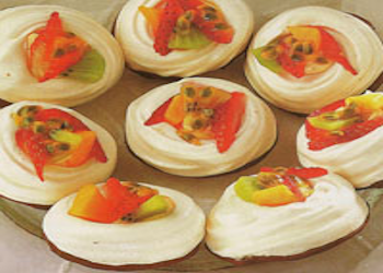 Mini pavlova's met tropisch fruit