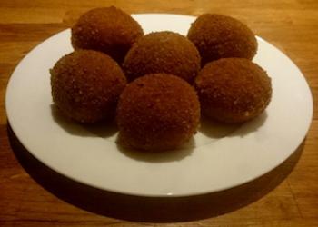 Eigen bitterballen met rundvlees maken