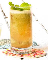 Meloencocktail met tequila en munt