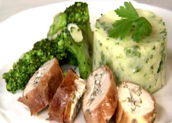 Parelhoen, puree en broccoli